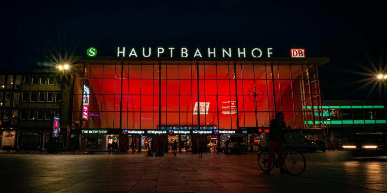 Night of Light - Expose Media beleuchtet den Kölner Hauptbahnhof