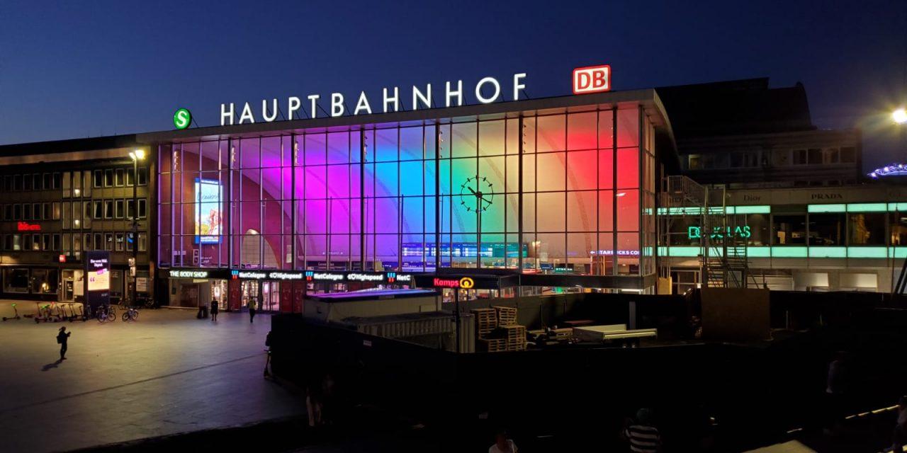 #Pride Month  - Illuminierung am Hauptbahnhof Köln